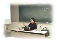 中医学講師の何暁霞(ふうしょうしゃ)先生